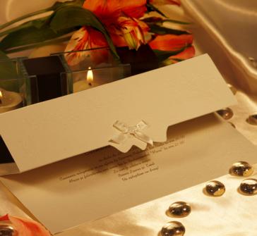 Invitatie de nunta crem cu fundita