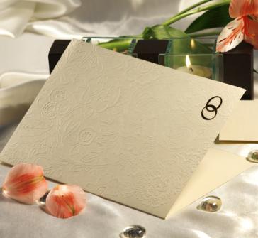 Invitatie de nunta simpla crem, coperta in relief