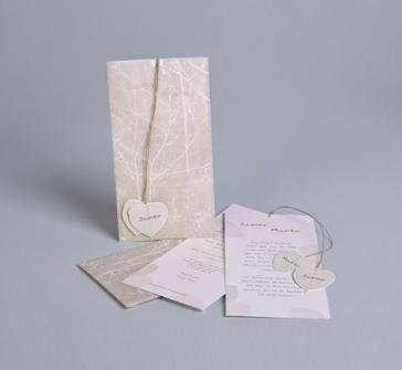 Invitatie de nunta cu model de frunza cu snur rafie