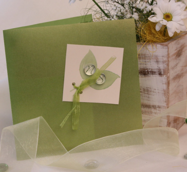 Invitatie verde cu doua picaturi pe frunze