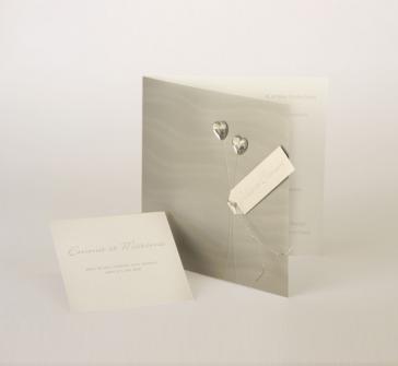 Invitatie nunta argintie cu doua pietricele in forma de inimioare