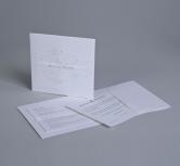 Invitatie de nunta eleganta cu motive in relief si banda din organza transparenta