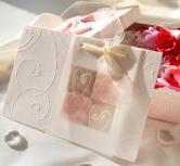 Invitatie de nunta alba cu trandafiri, calc si fundita
