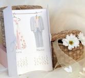 Invitatie rochie de mireasa si costum mire pe umerase
